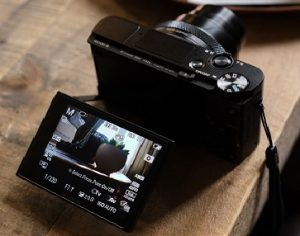 Sony presents the Best Compact Travel Camera RX100 VII